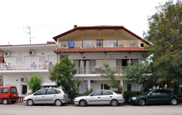 Villa Nikos rent rooms in Nea Vrasna